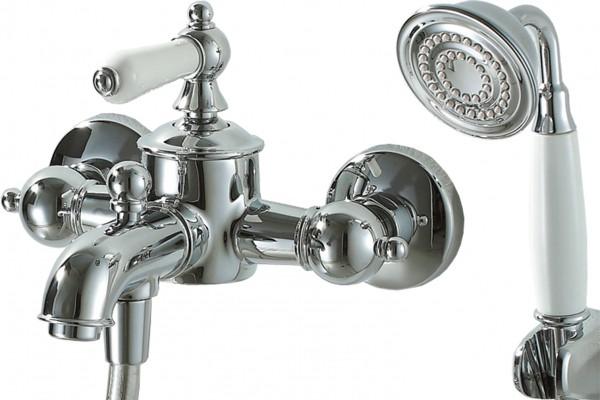 Смеситель Bravat Art для ванны с коротким изливом (с аксессуарами)