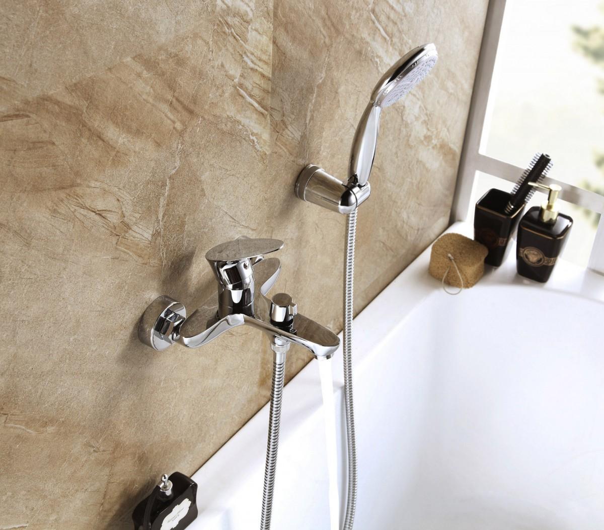 Смеситель для ванны Lemark Nero с коротким изливом