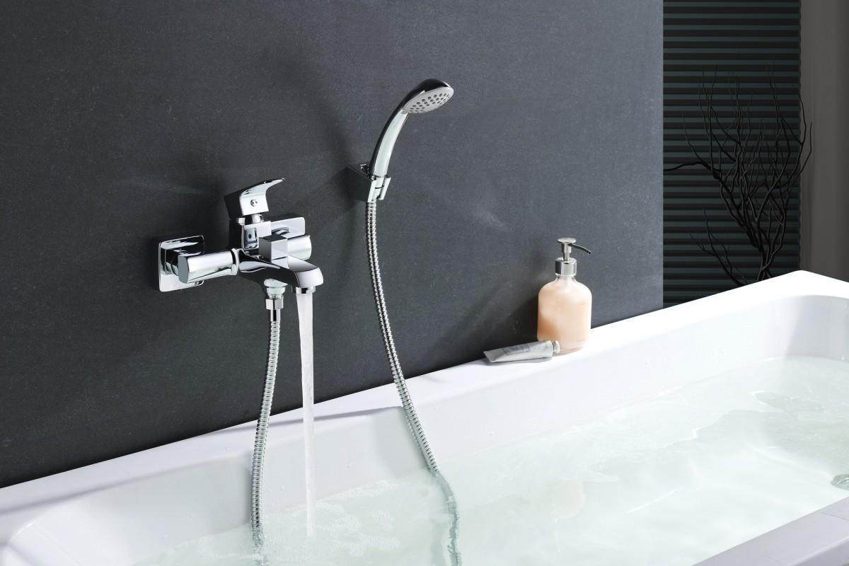 Смеситель для ванны Lemark plus Factor с коротким изливом