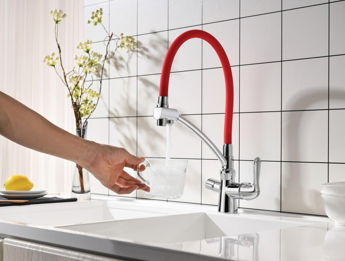 Смеситель для кухни Lemark Comfort с красным гибким изливом