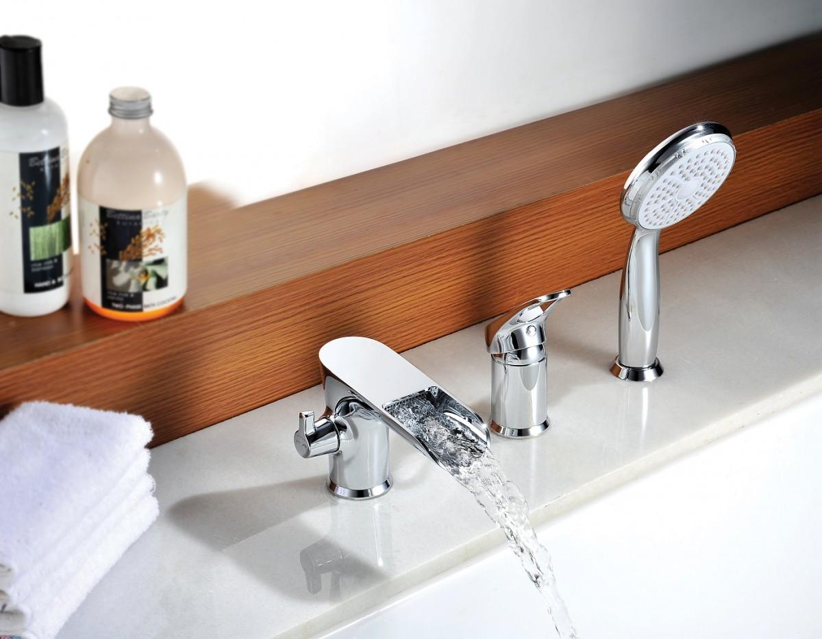Смеситель на борт ванны Lemark Omega на 3 отверстия