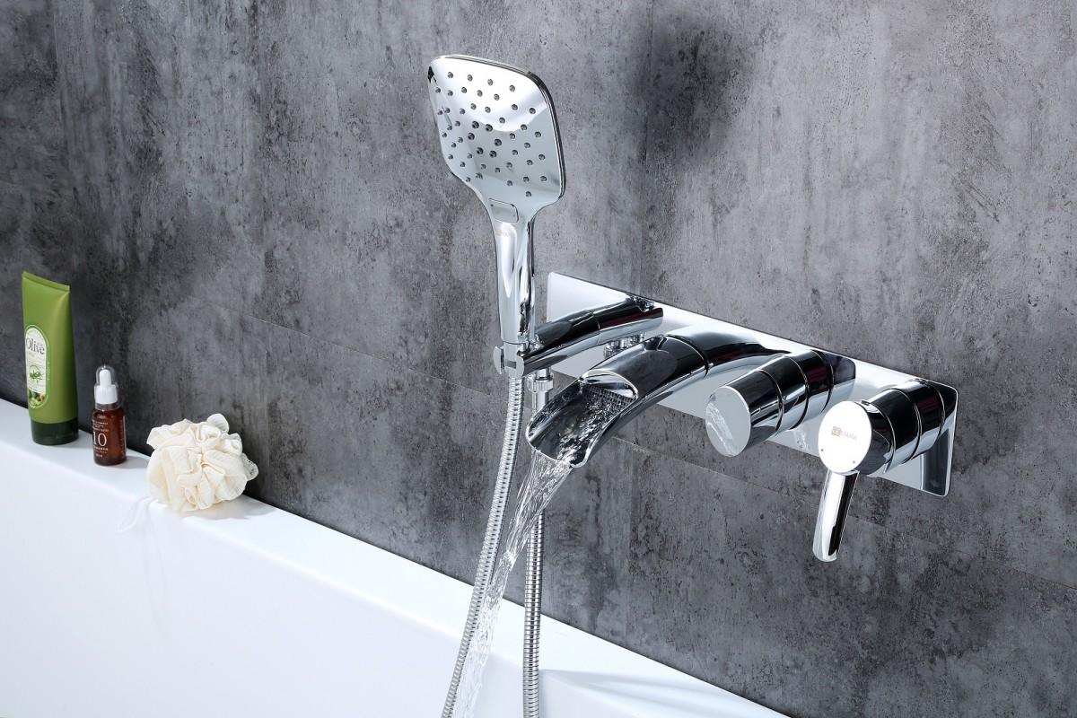 Смеситель для ванны и душа Lemark Atlantiss встраиваемый с каскадным изливом