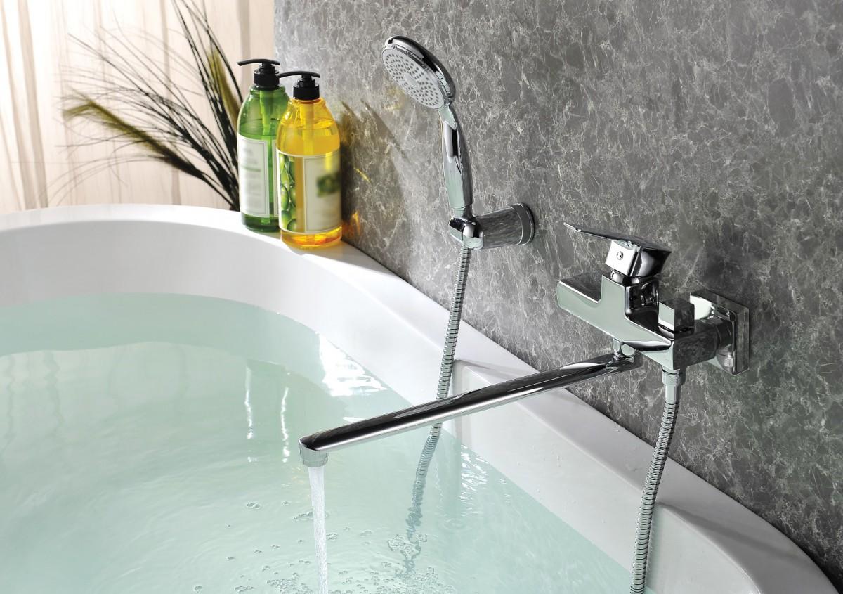 Смеситель для ванны Lemark Basis с длинным изливом