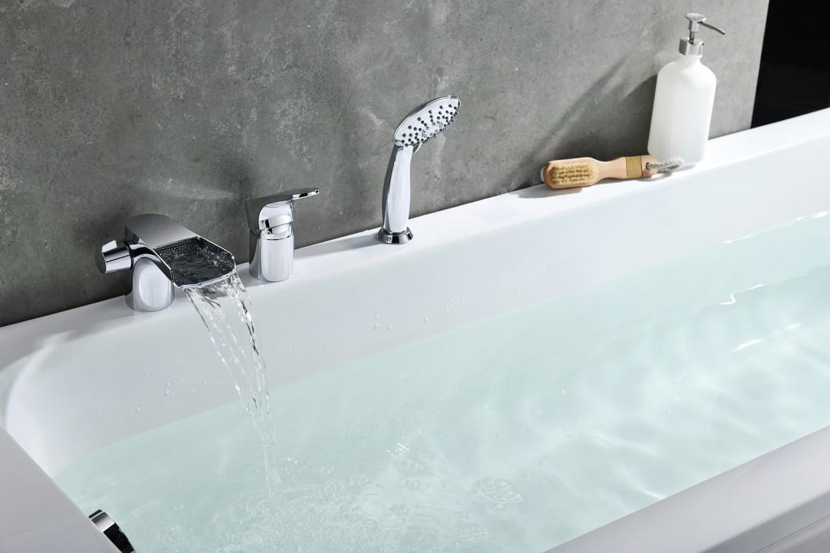 Смеситель на борт ванны Lemark Shift на 3 отверстия каскадный