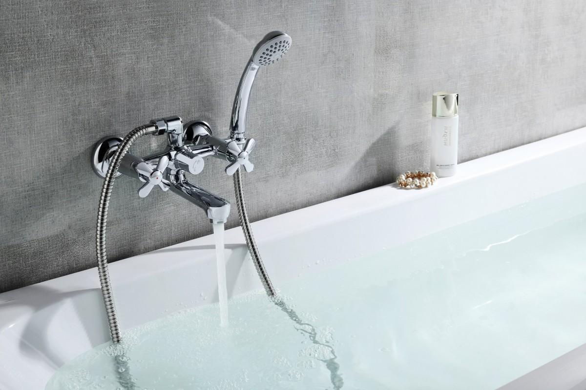 Смеситель для ванны и душа Lemark Partner с коротким изливом