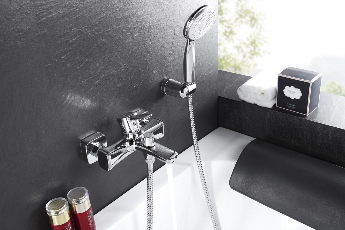 Смеситель для ванны и душа Lemark Evitta одноручный с коротким изливом