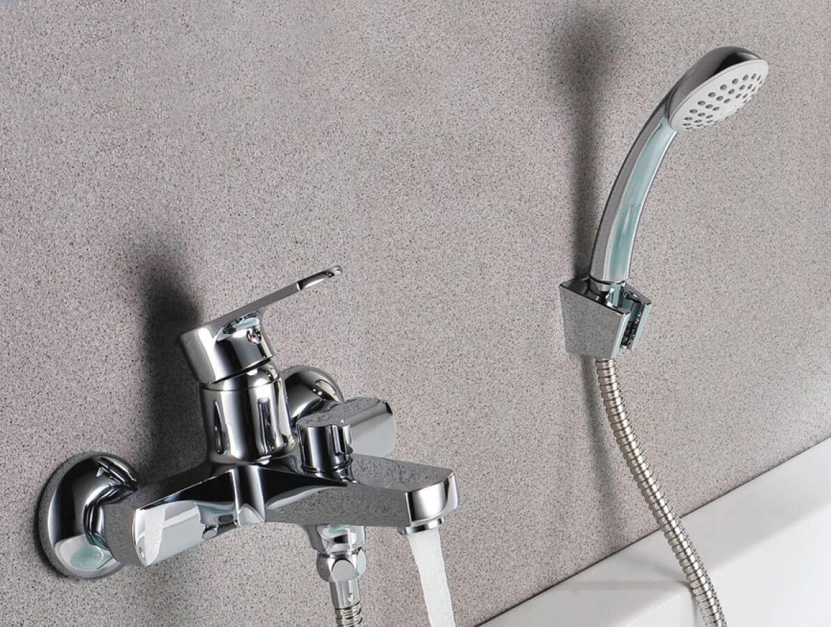 Смеситель для ванны и душа Lemark plus Grace с коротким изливом