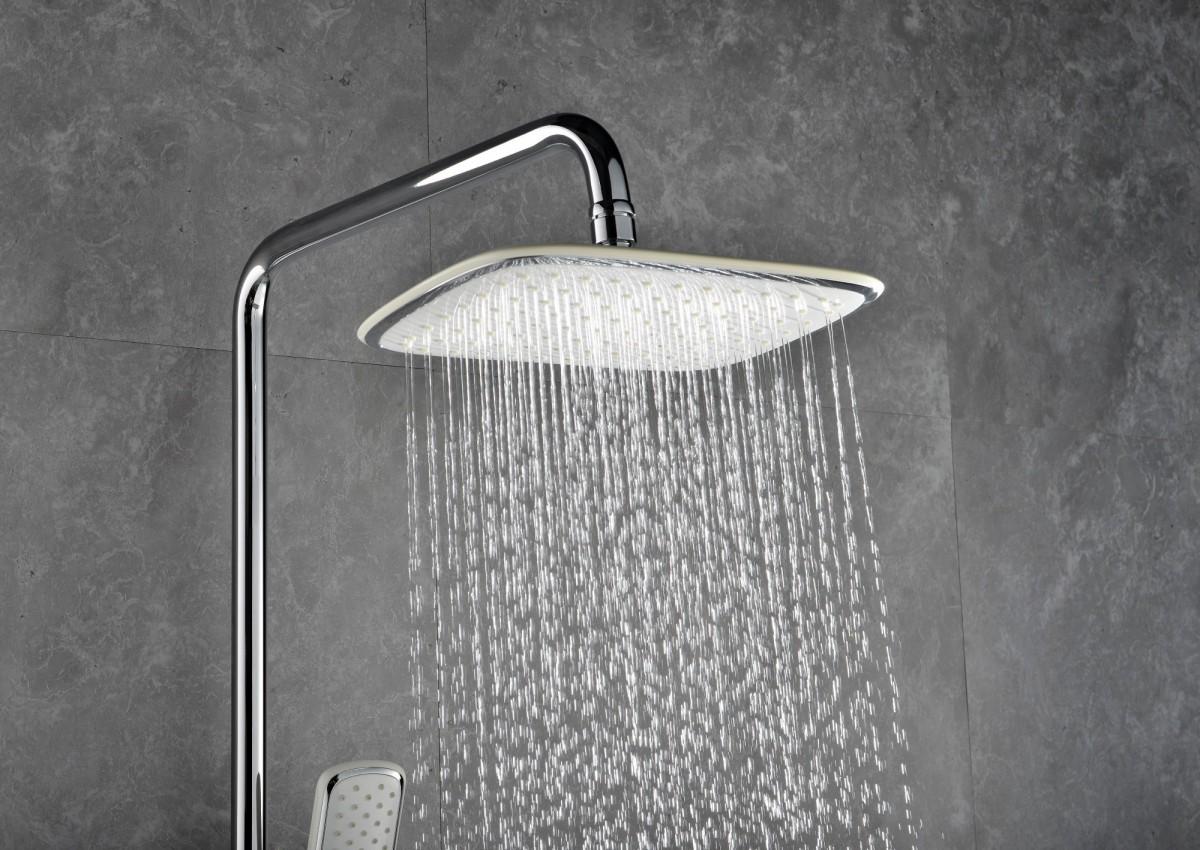 """Смеситель для ванны и душа Lemark LM7002C с регулируемой высотой штанги, поворотным изливом и верхней душевой лейкой """"Тропический дождь"""""""