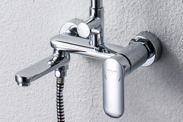 Душевая колонна со смесителем для ванны с поворотным изливом Bravat Opal